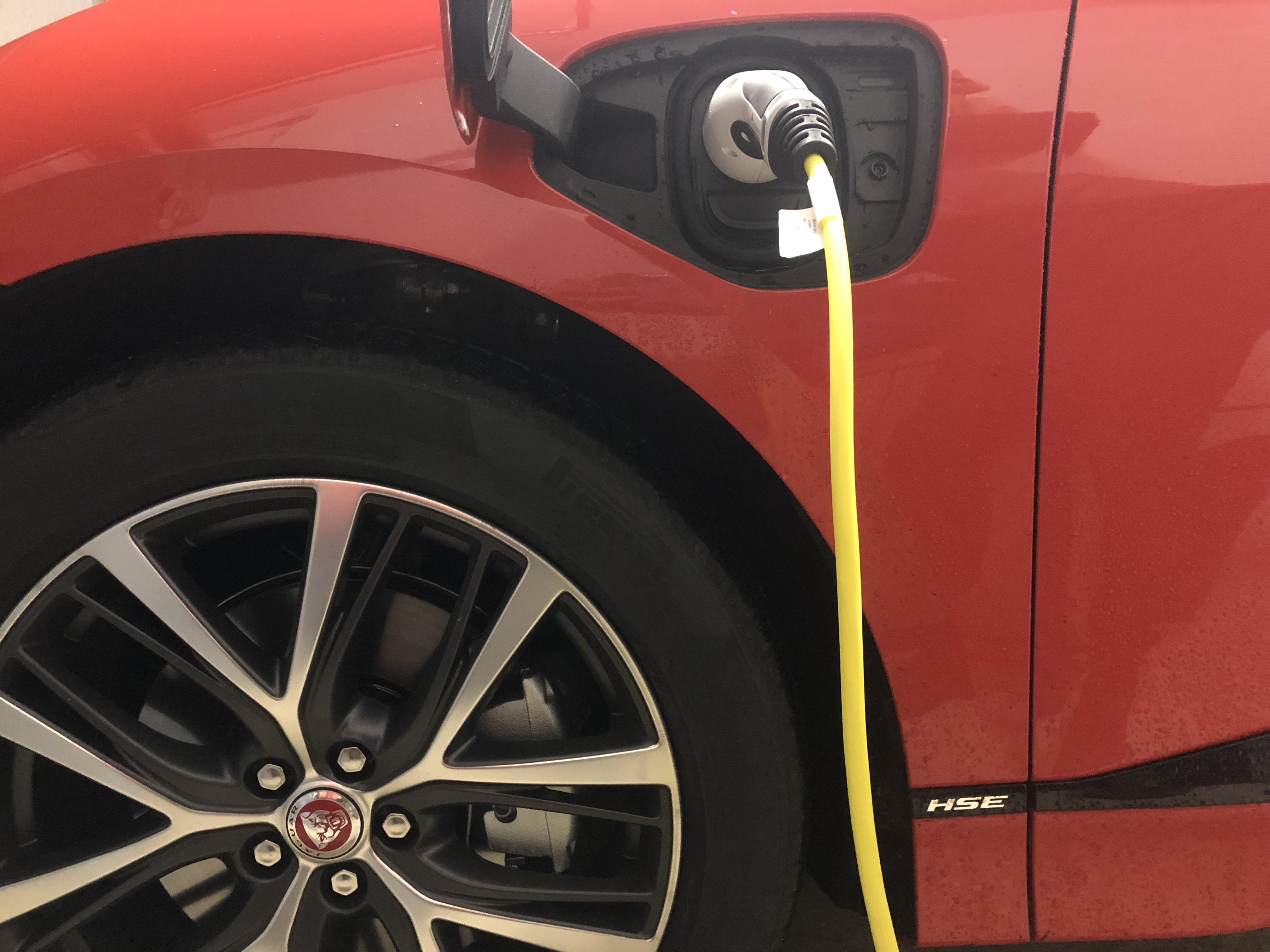 Auto elettrica solo uno su venti tornerebbe indietro