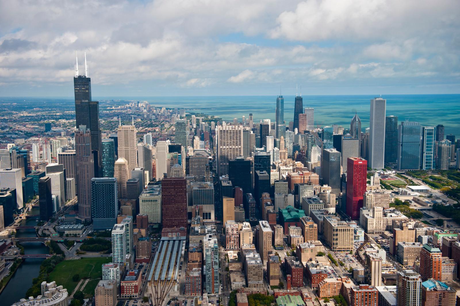 Chicago solo rinnovabili dal 2035 e solo bus elettrici dal 2040