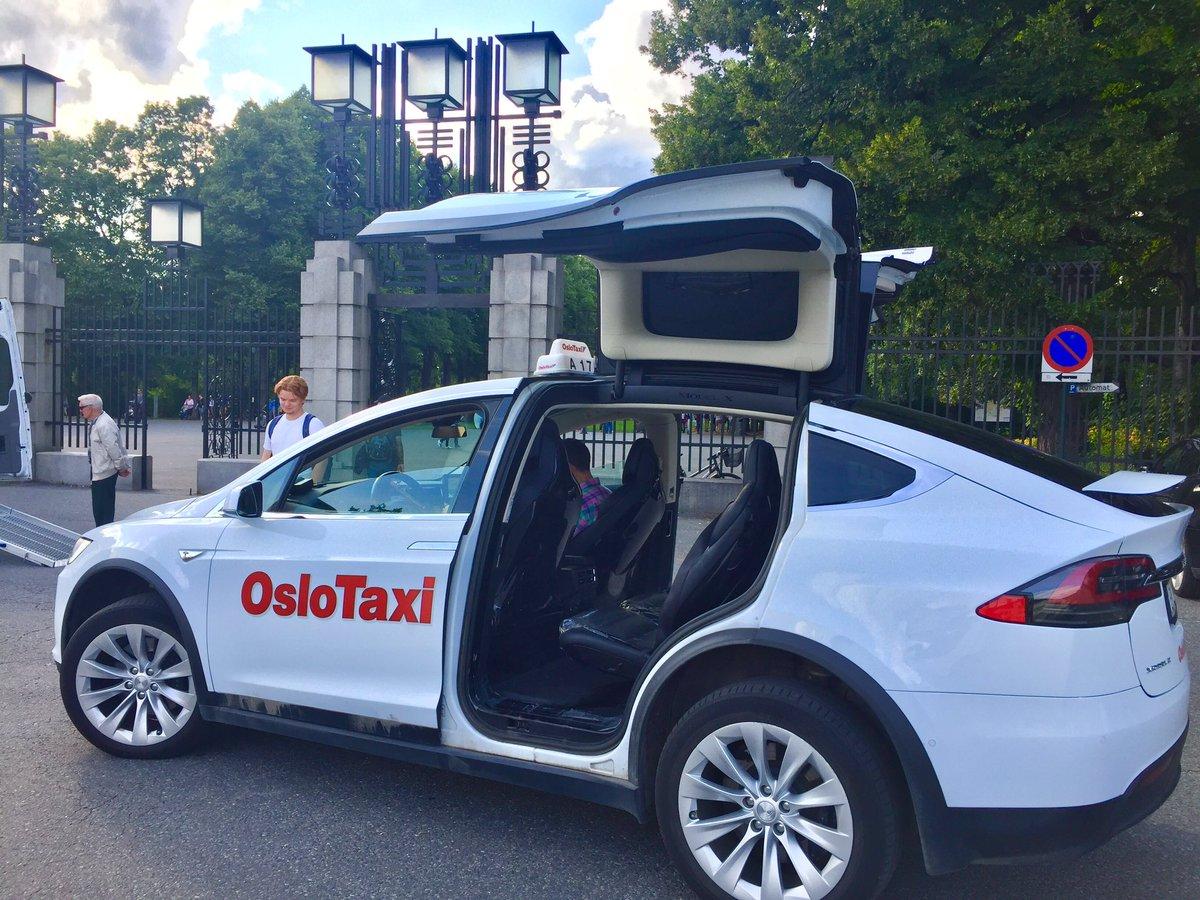 A Oslo entro quattro anni solo taxi elettrici e ricarica wireless