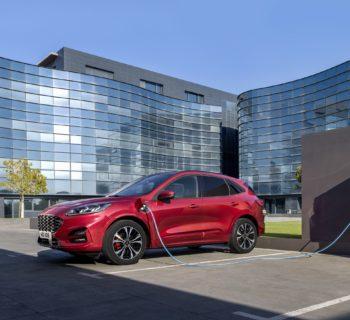 Ford Kuga ibrida tre volte la Ford elettrifica la gamma