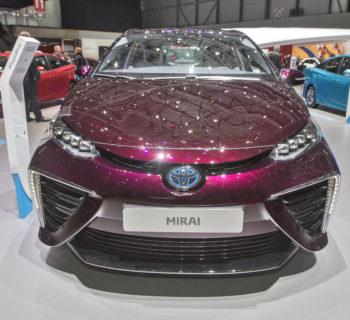 Toyota pronta a condividere 24mila brevetti sull'elettrificazione dell'auto