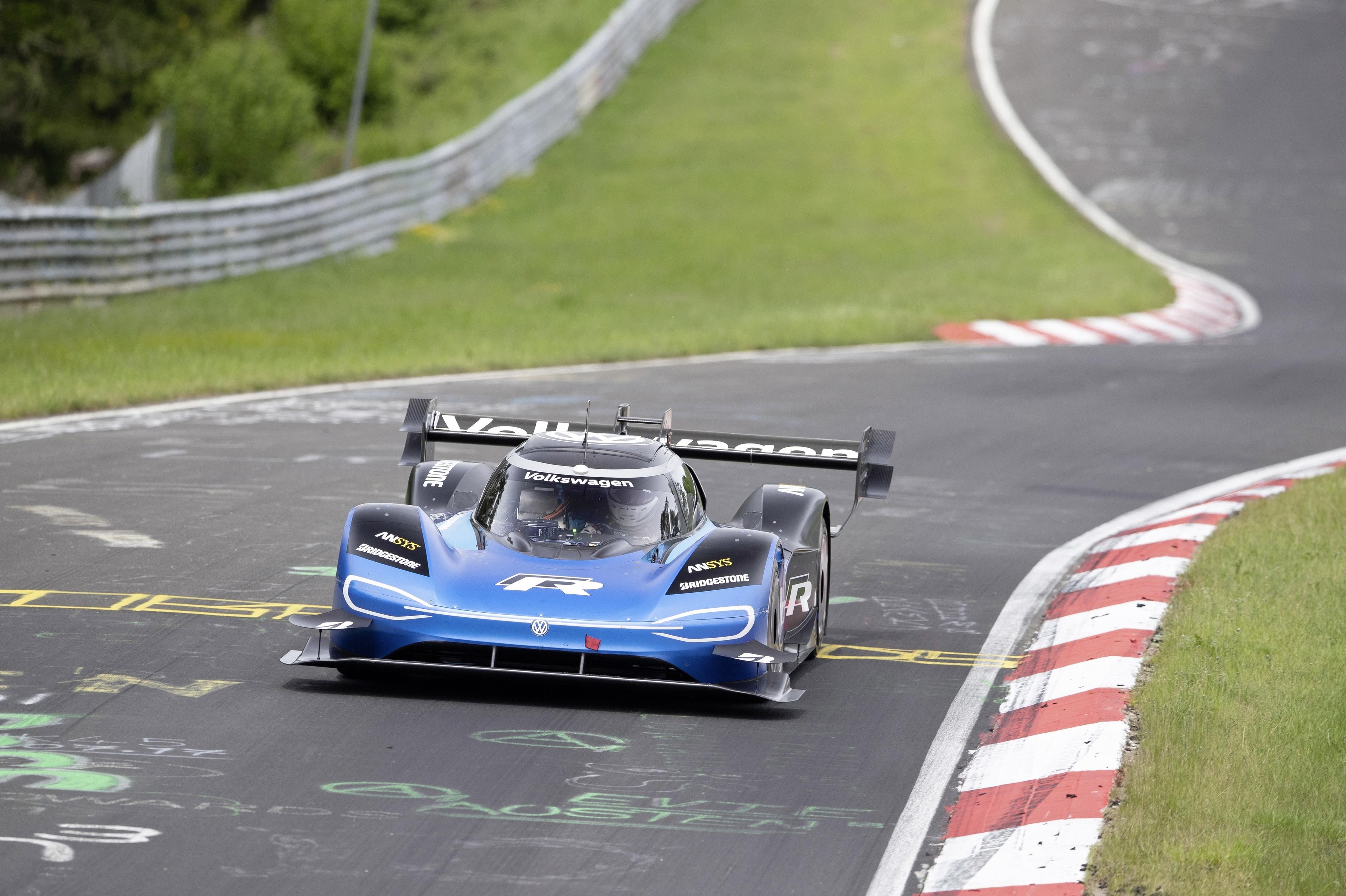 Volkswagen ID.R, si prende il record per le elettriche al Nürburgring