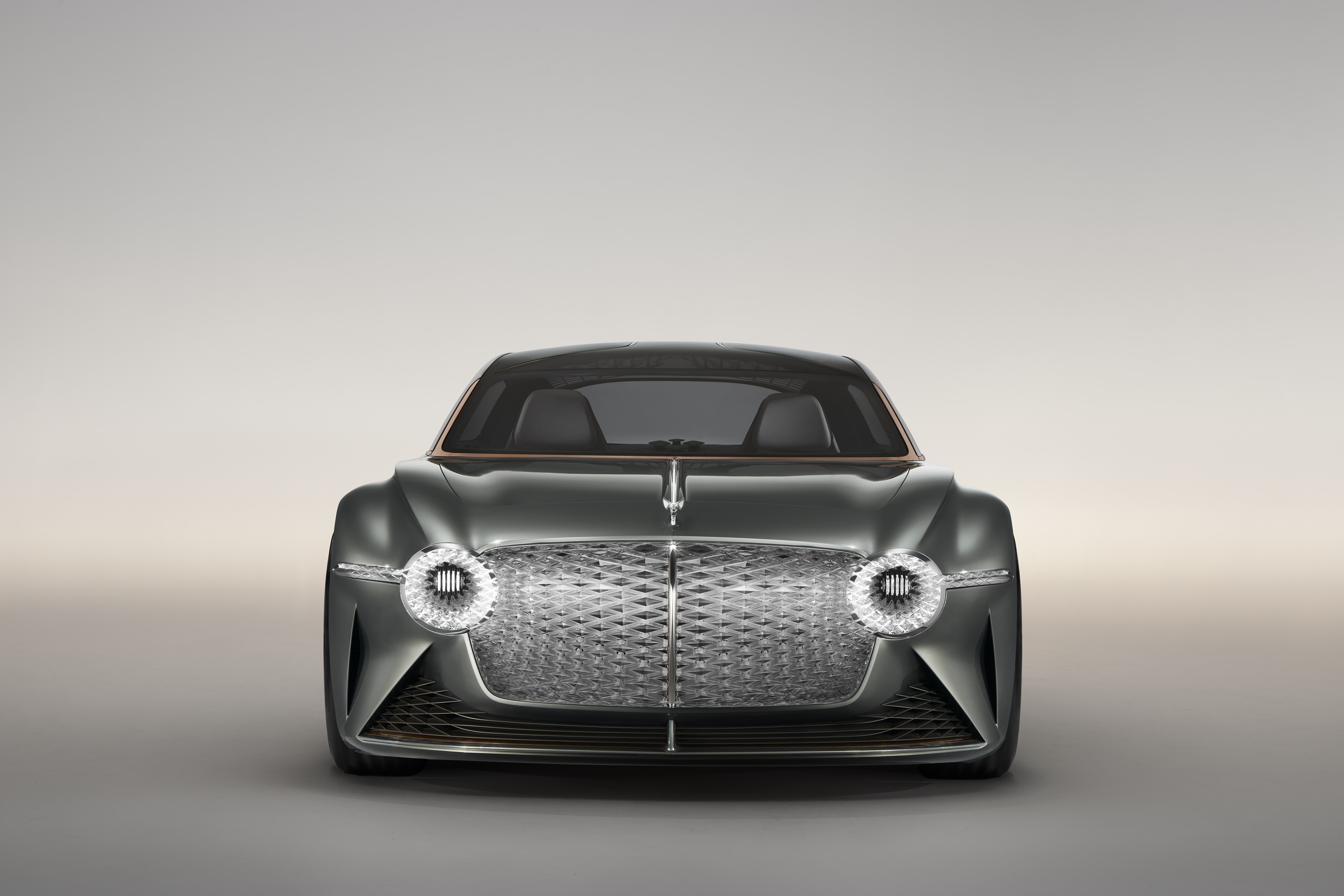 Bentley EXP 100, l'auto di lusso nel 2035