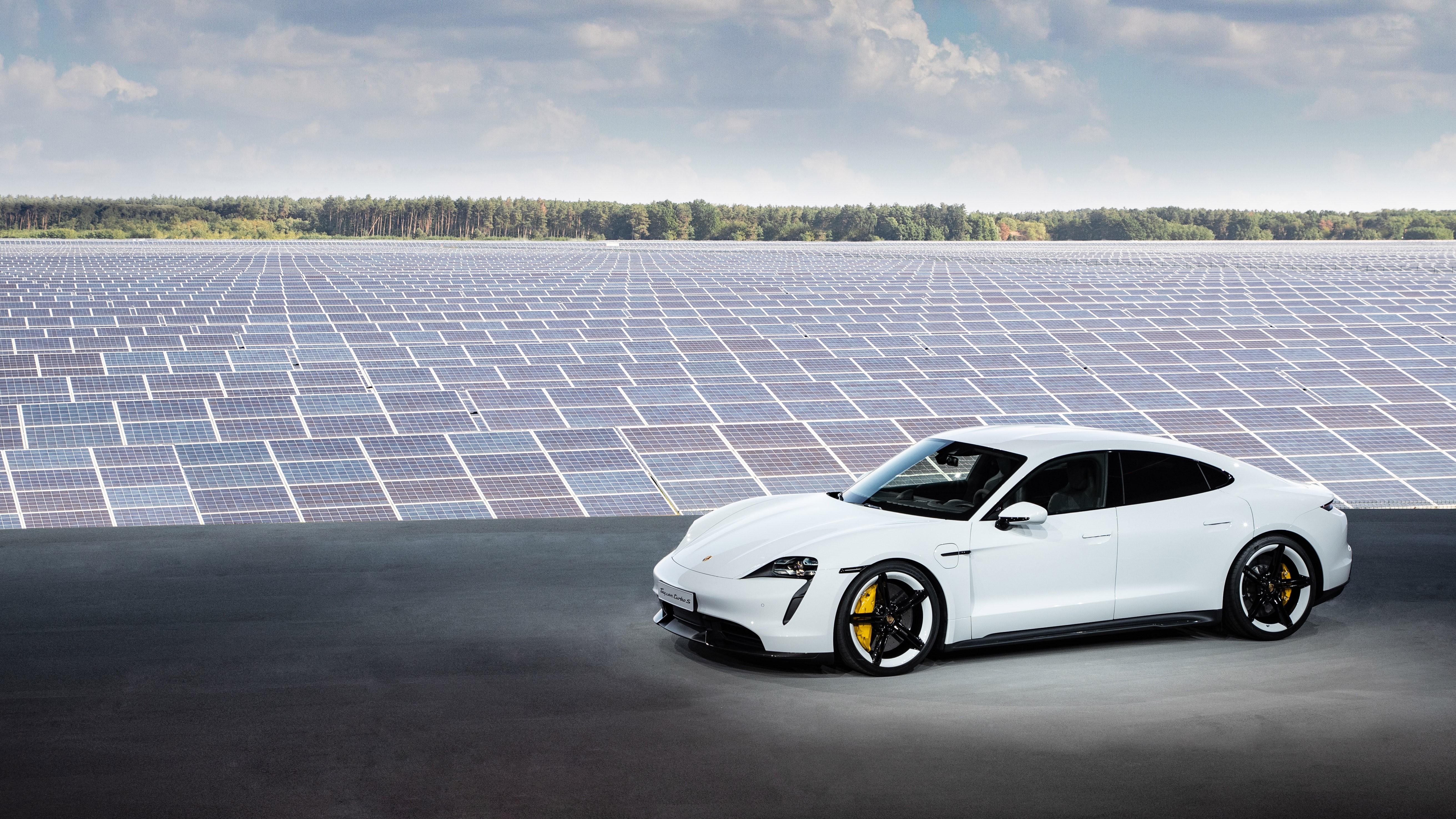Porsche Taycan lancia la sfida ad alta tensione – Il Ruggito