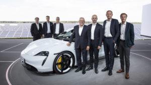 Porsche Taycan Board Porsche al completo