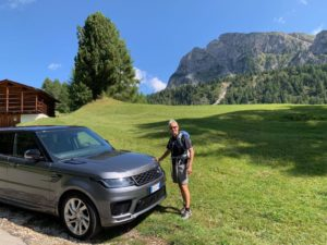 FO con range Rover Dolomiti paesaggio