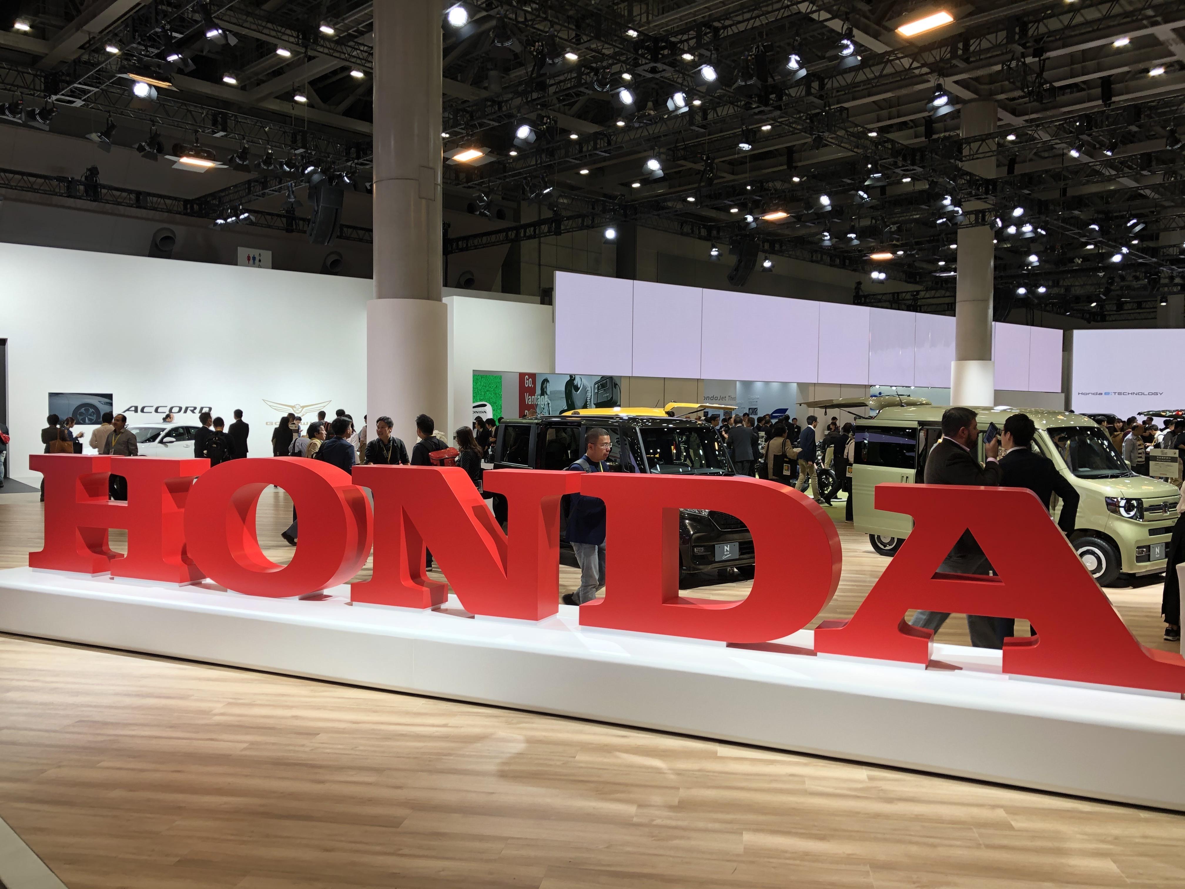 Honda Jazz ibrida e Honda e, l'elettrificazione è servita