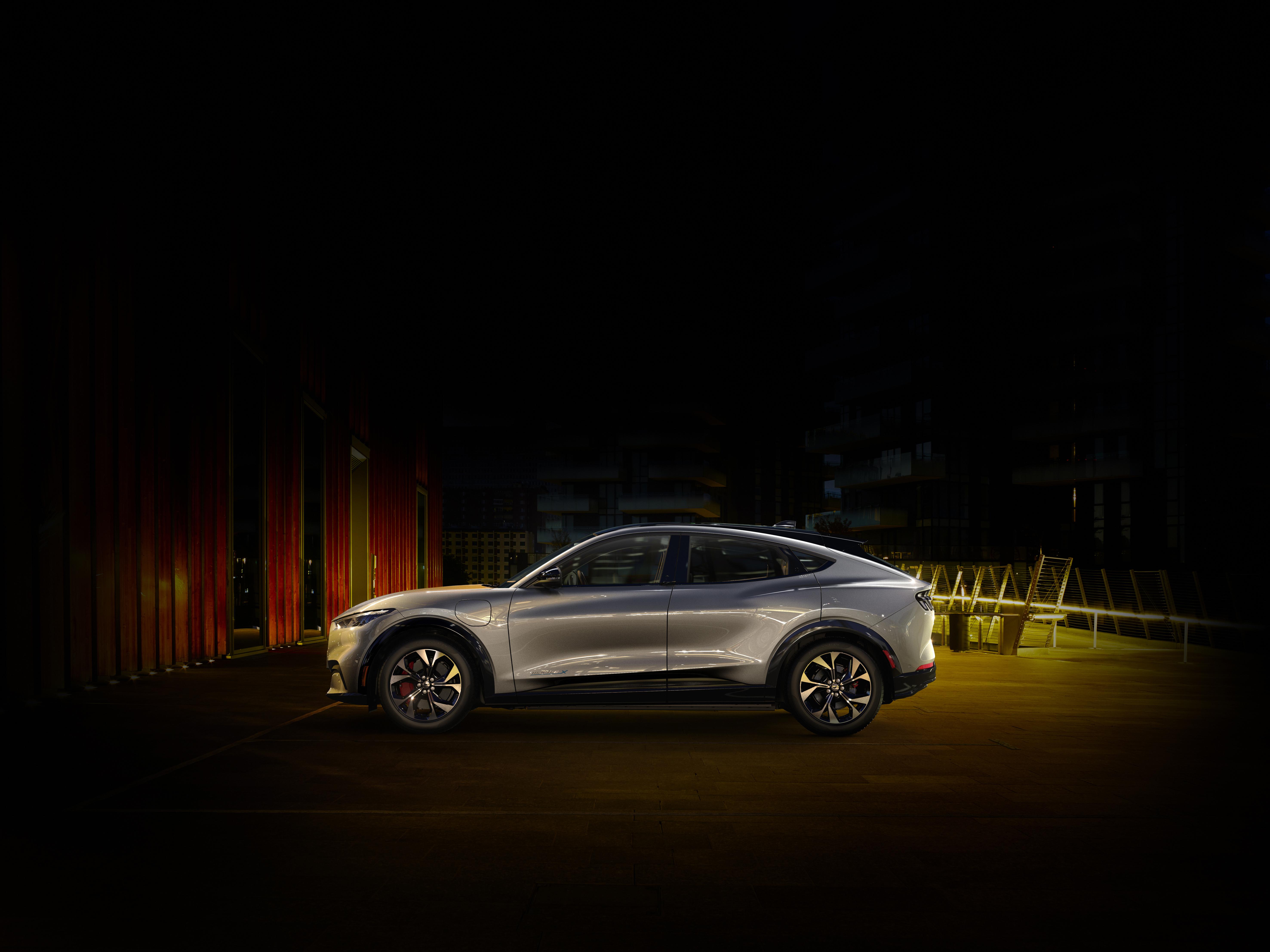 Ford Mustang Mach-E, la sfida a Tesla diventa emozionante. E accessibile