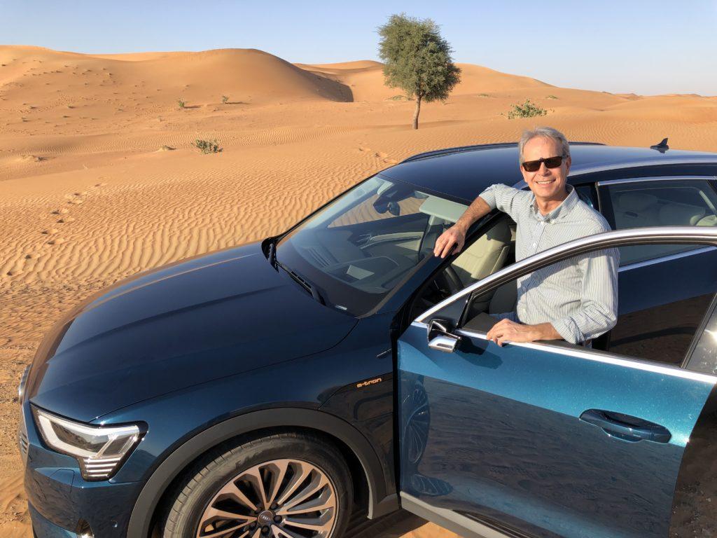 FO con Audi e-tron statica deserto Abu Dhabi