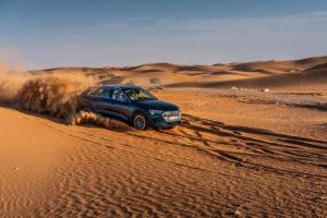 FO guida Audi e-tron su dune Abu Dhabi 2018