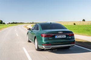 Audi A8 L 60 TFSI e posteriore dinamoca