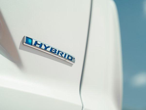 Scritta Hybrid Honda