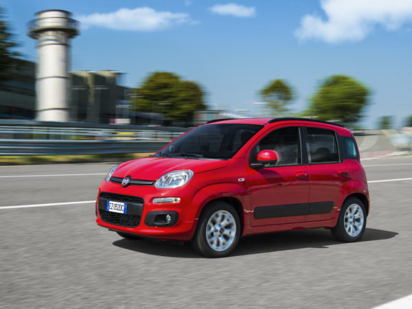 Fiat Panda tre quarti davanti movimento