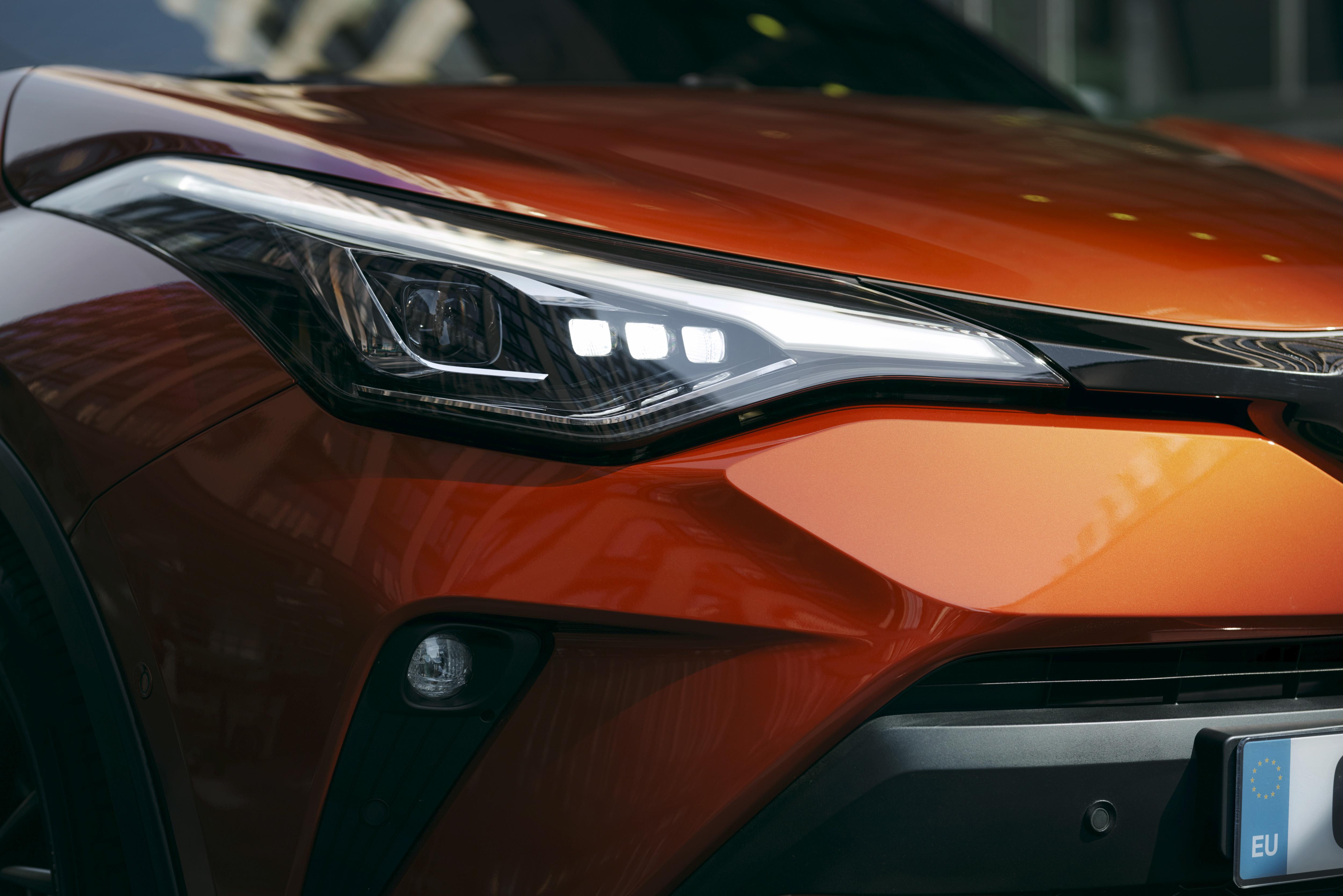 Toyota C-HR, adesso doppia motorizzazione ibrida – Dossier
