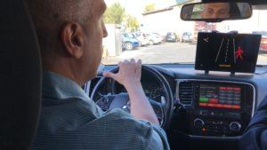Visible zone prova in auto guidatore e pedone rosso