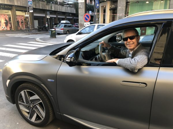 Hyundai Nexo FO alla guida a Milano 2019