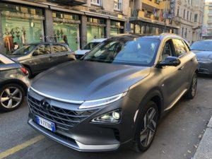 Hyundai Nexo a idrogeno parcheggiata a Milano 2019