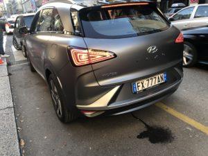 Hyundai Nexo idrogeno a Milano 2019 acqua dallo scarico