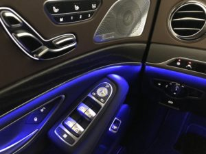 Mercedes 560e EQ Power interno lato guida