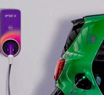 Auto elettrica, la wallbox per la ricarica a casa deve essere gratis