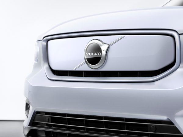 Muso e calandra Volvo XC 40 recharge