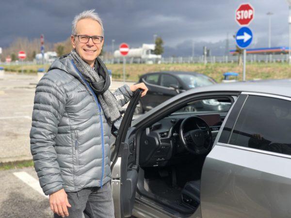 Lexus ES parcheggio autostrada FO