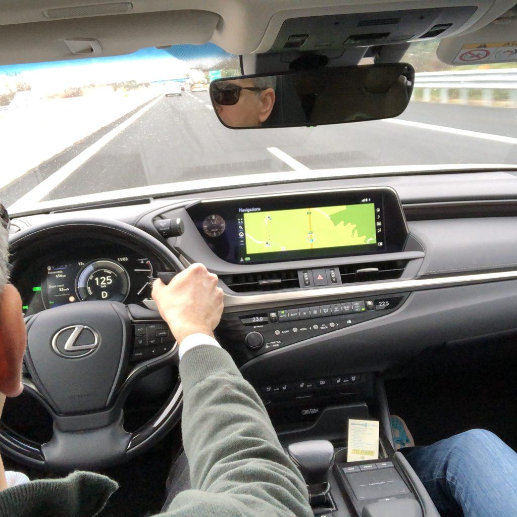 FO guida autostrada lexus