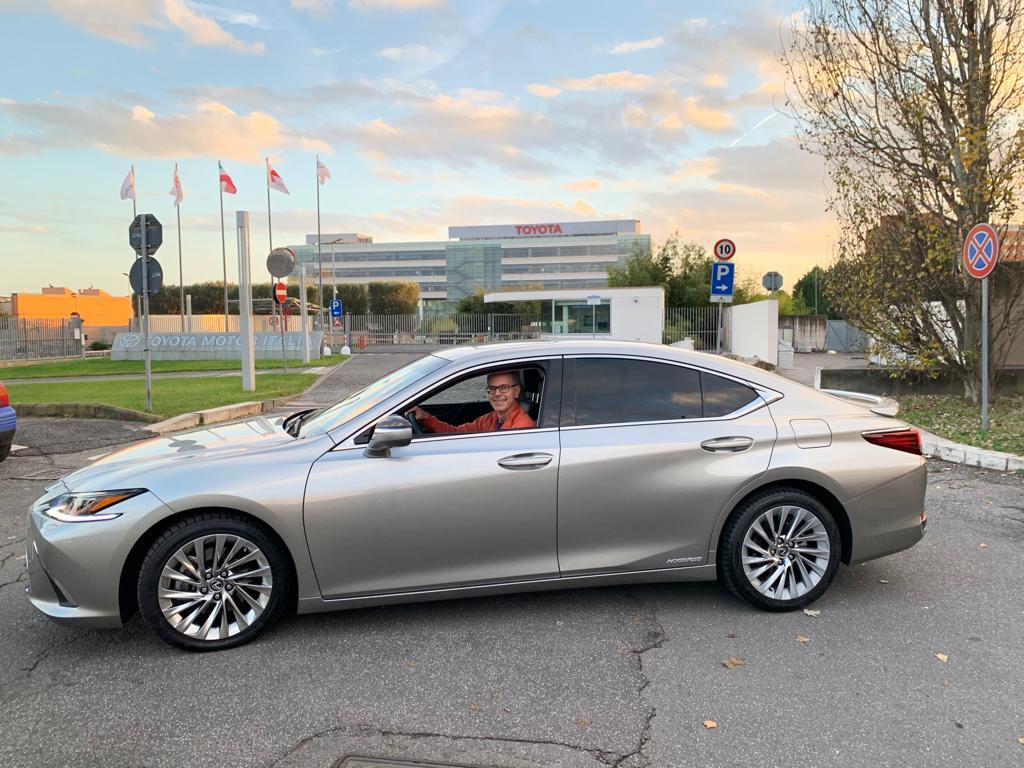 Lexus ES Hybrid sede Toyota Italia