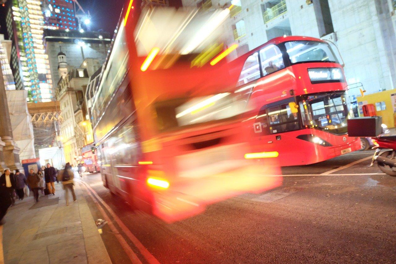Uber cerca di riconquistare Londra, 2mila elettriche Nissan Leaf a sostegno del Clean Air Plan