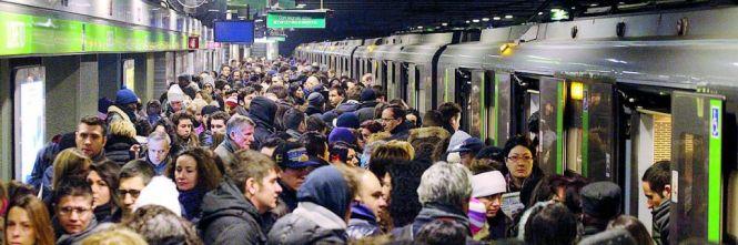 Metro affollata Coronavirus soluzione automobile