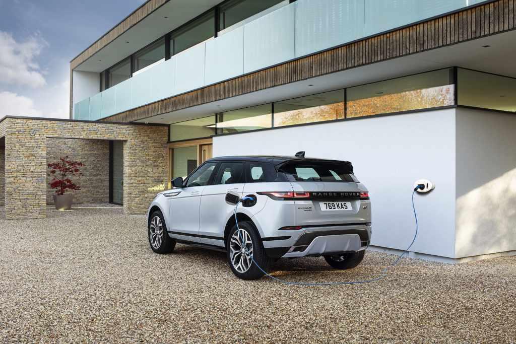 Land Rover, ecco le ibride plug-in per la Evoque e la Discovery Sport