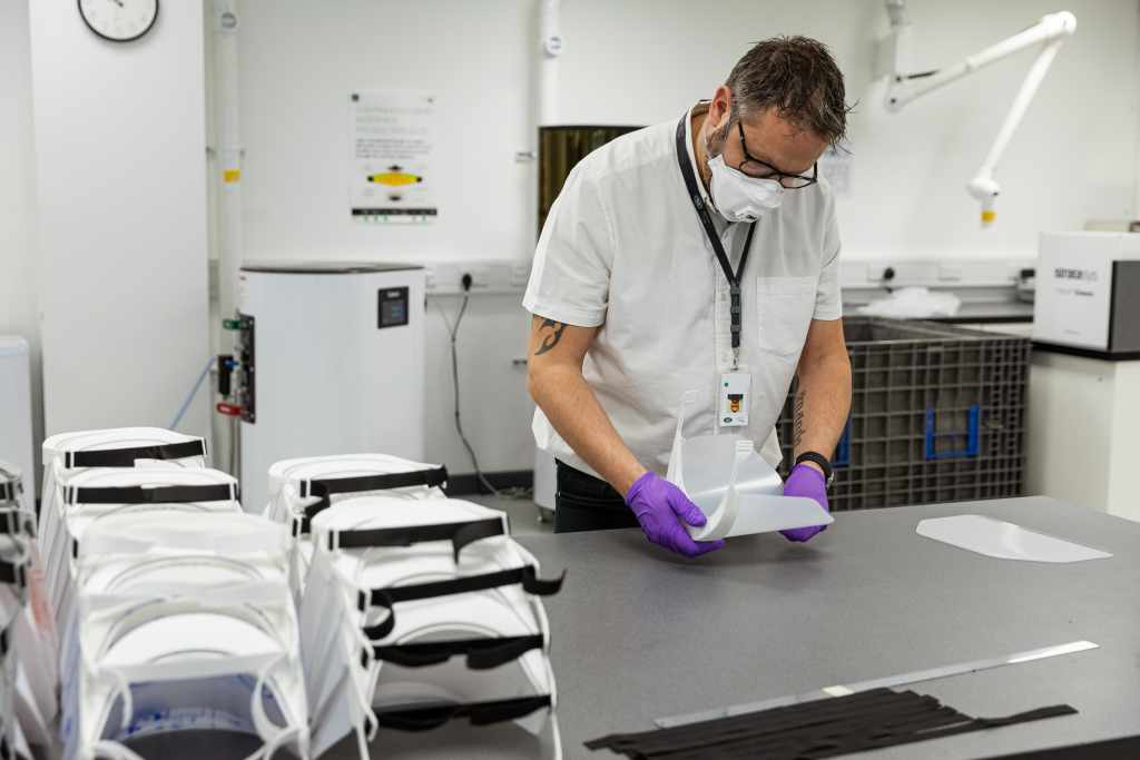 Jaguar Land River produzione visiere Coronavirus