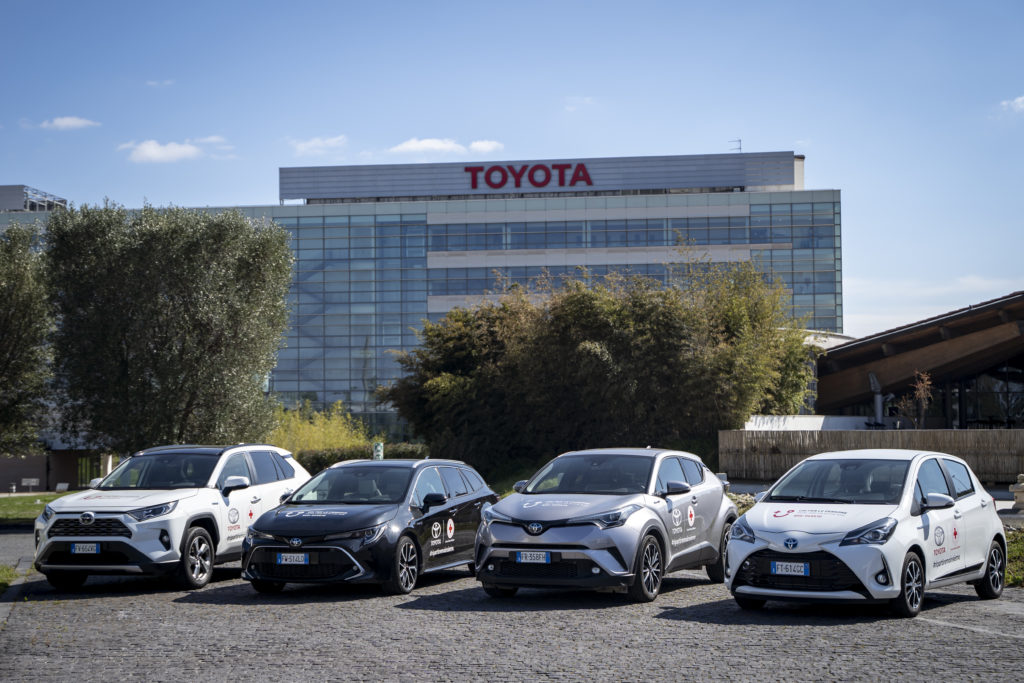 Auto per la CRI sede Toyota