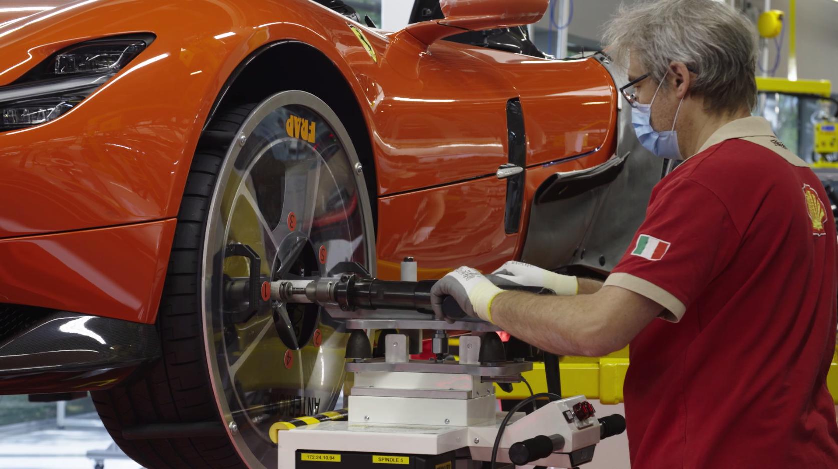 La Ferrari riprende la produzione, parte il traino per l'Italia migliore