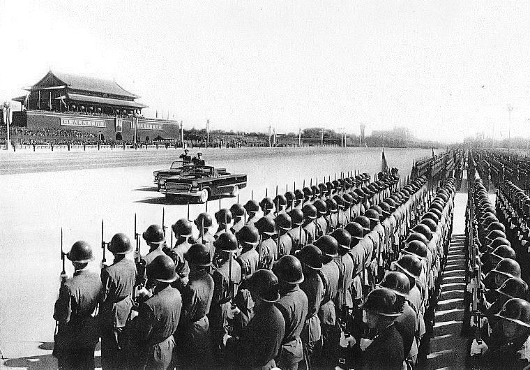 Hongqi Bandiera Rossa Mao Zedong in parata