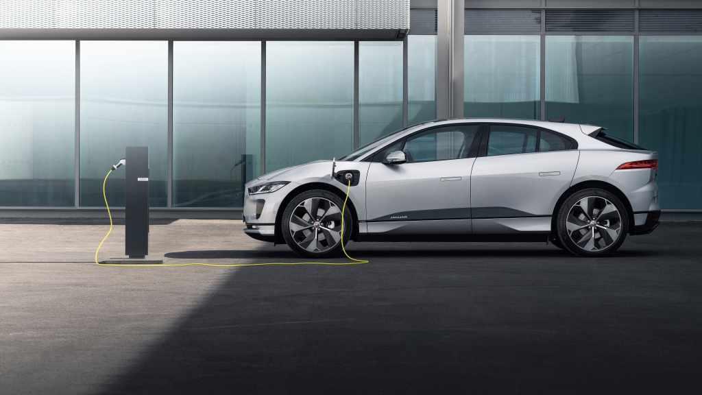 Jaguar I-Pace si rinnova, più connessa e veloce nella ricarica