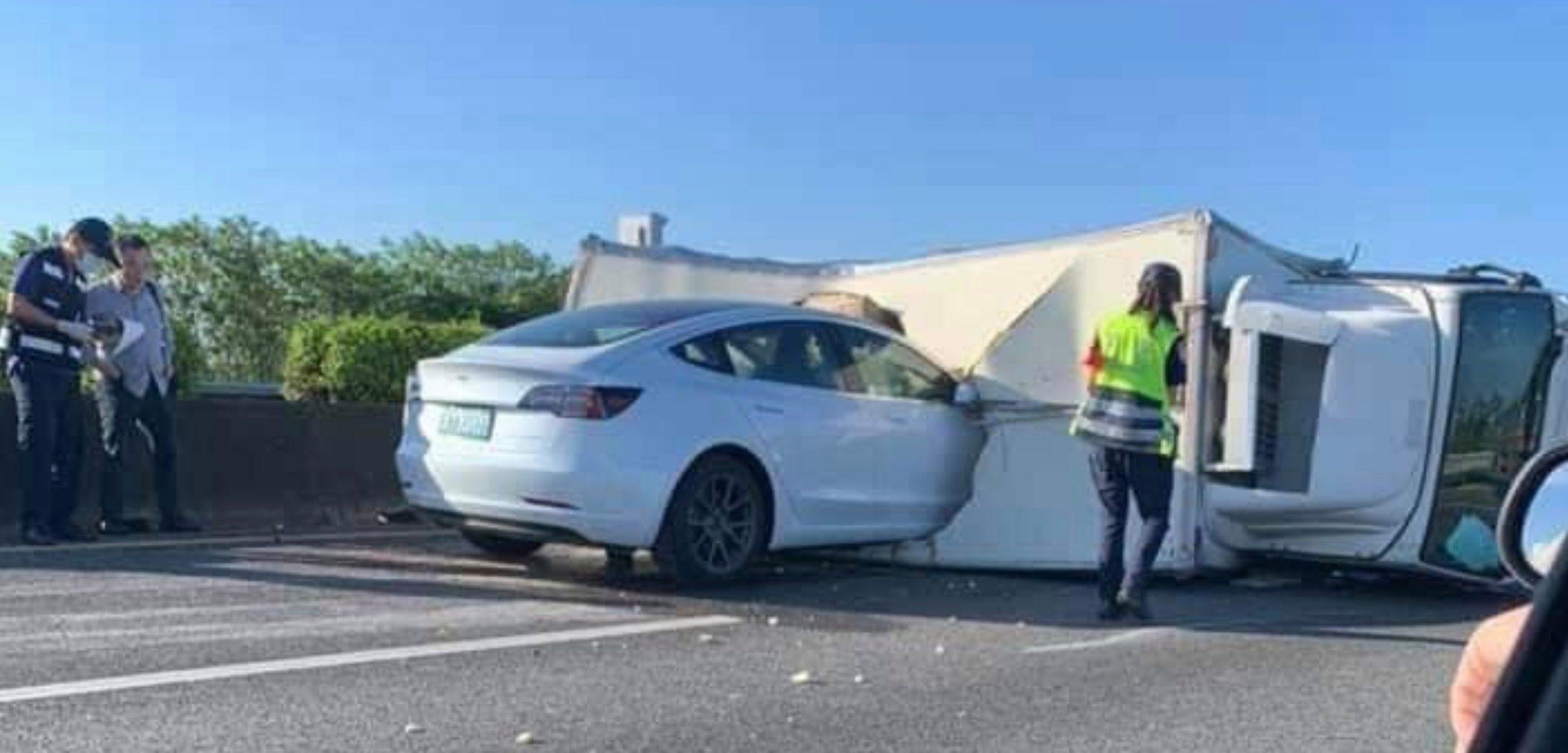 Tesla Model 3 Autopilot schianto a Taiwan, ecco cos'è successo