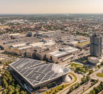 BMW, accordi per oltre 12 miliardi di euro in celle per le batterie