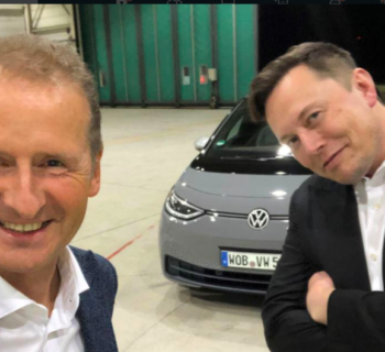 Elon Musk prova la Volkswagen ID.3 in Germania, ecco il video