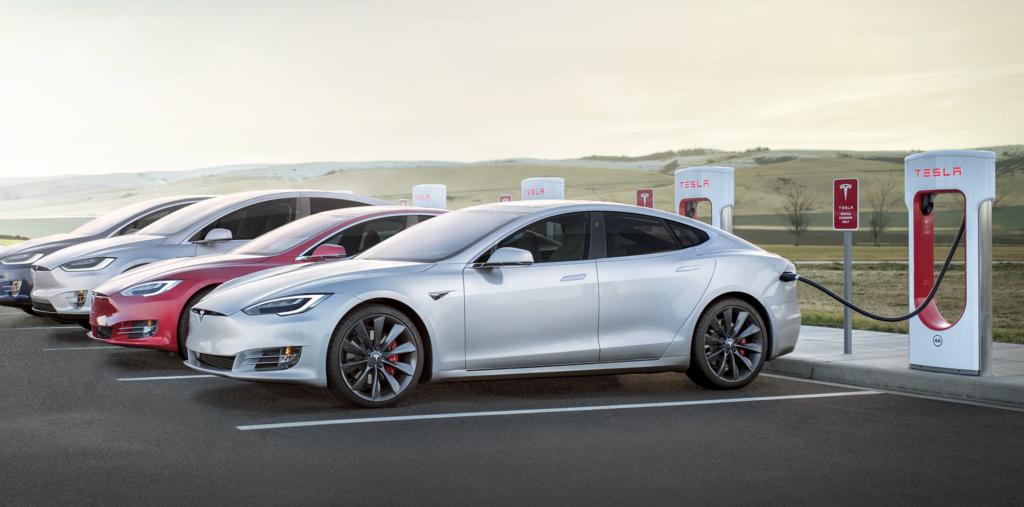 Tesla modelli in ricarica