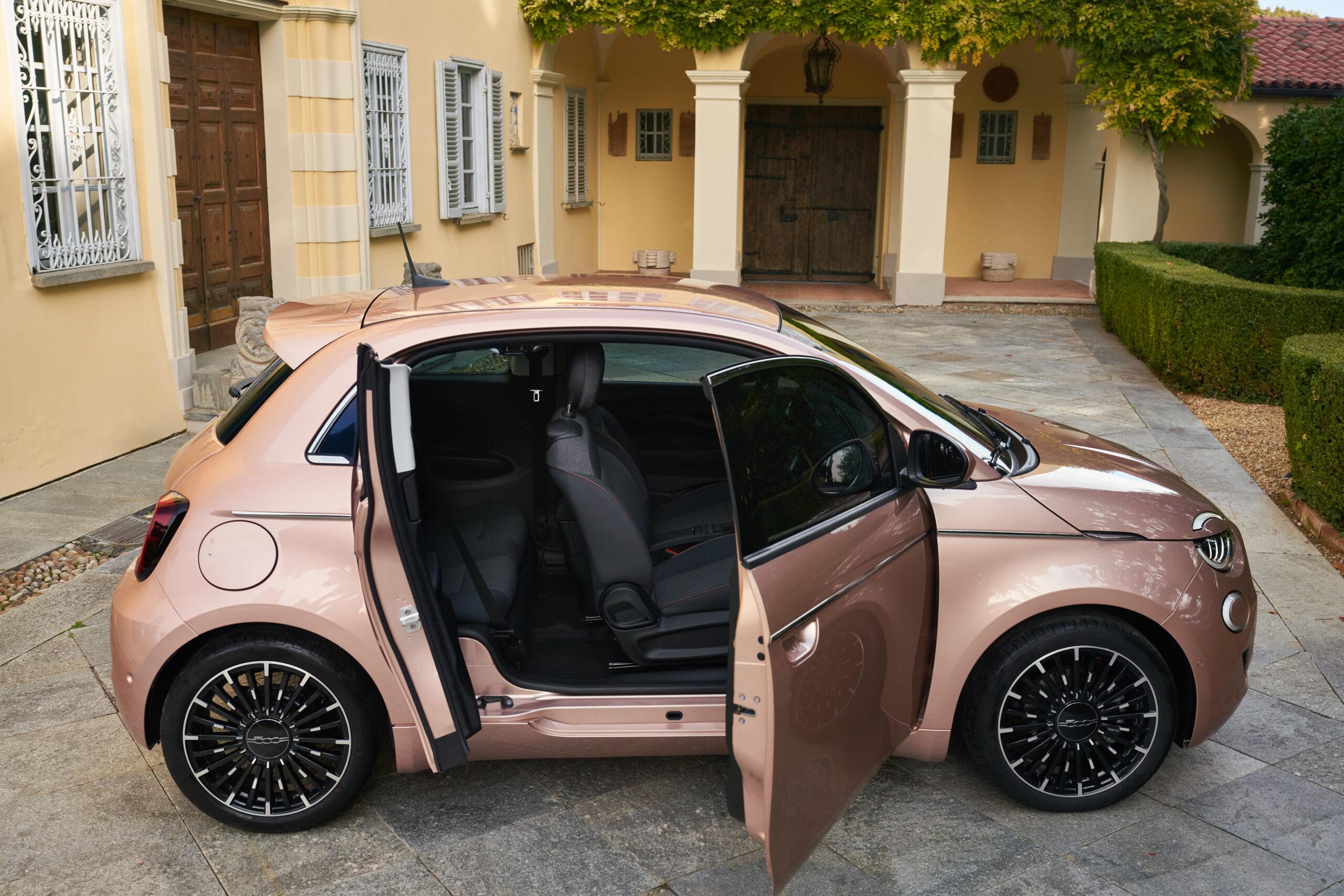 Fiat 500 elettrica 3+1, la versione con porta posteriore completa la gamma