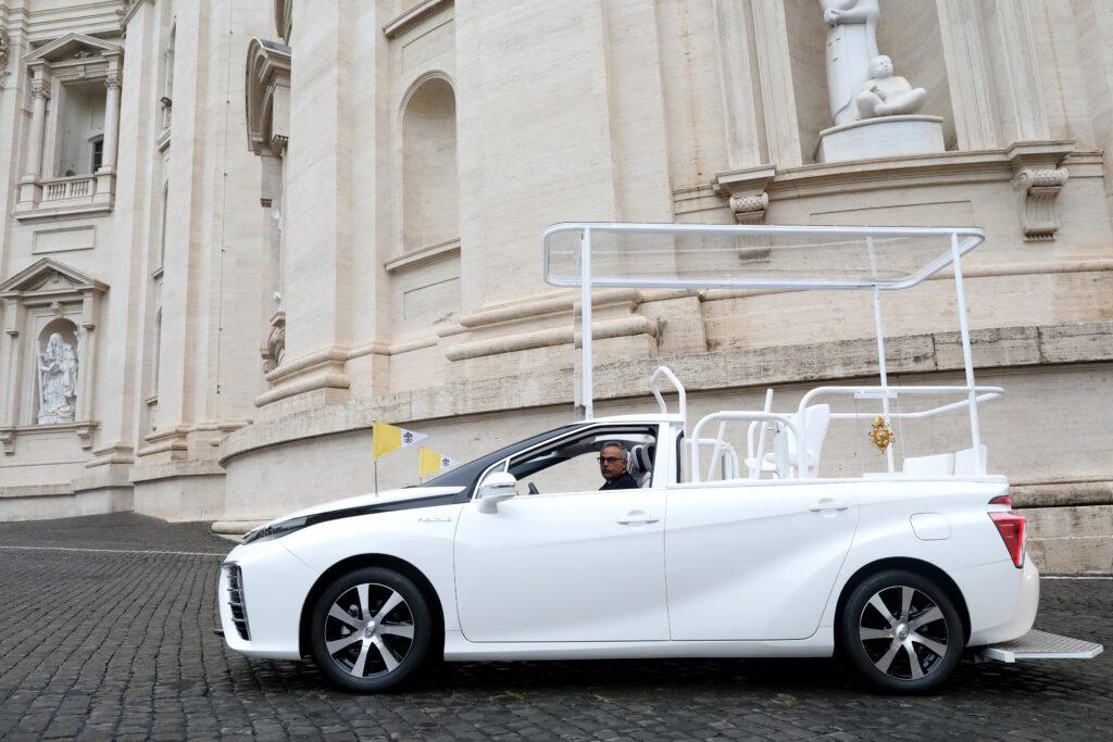 Papamobile a idrogeno Toyota Mirai