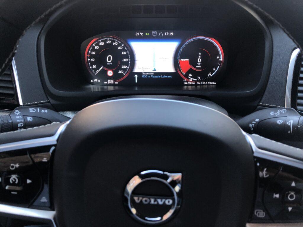 Volvo XC90 volante e strumenti