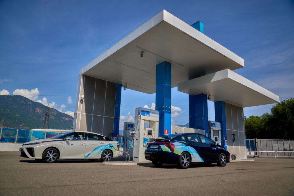 Toyota Mirai stazione rifornimento idrogeno Bolzano