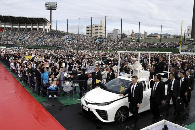 Papamobile a idrogeno in Giappone