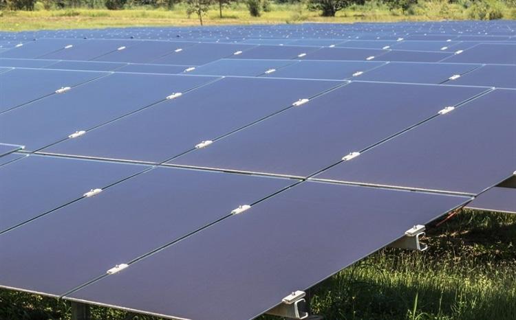 Pannelli fotovoltaici film sottile impianto a terra