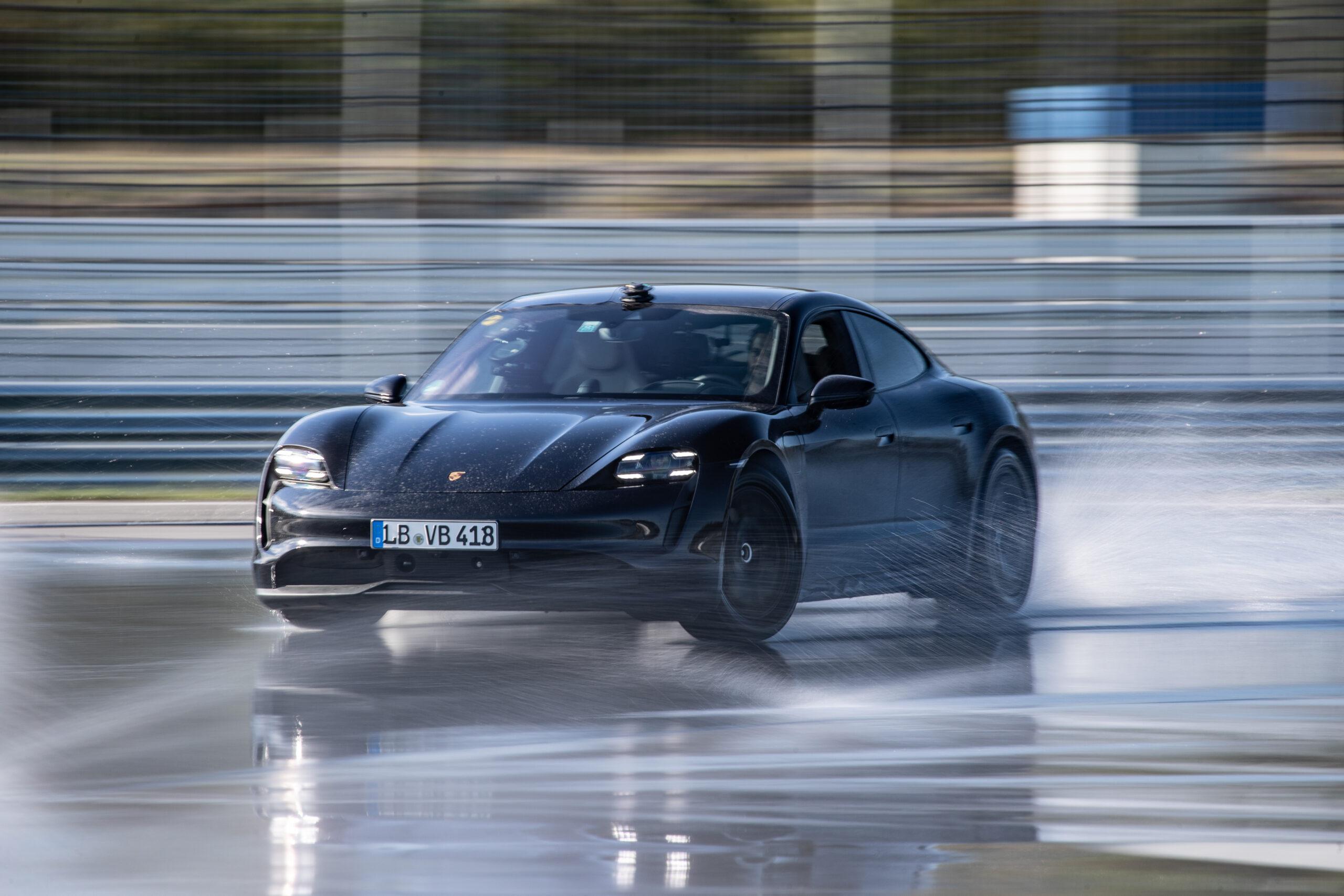 Porsche Taycan nel Guinness dei primati, è sua la derapata elettrica più lunga del mondo