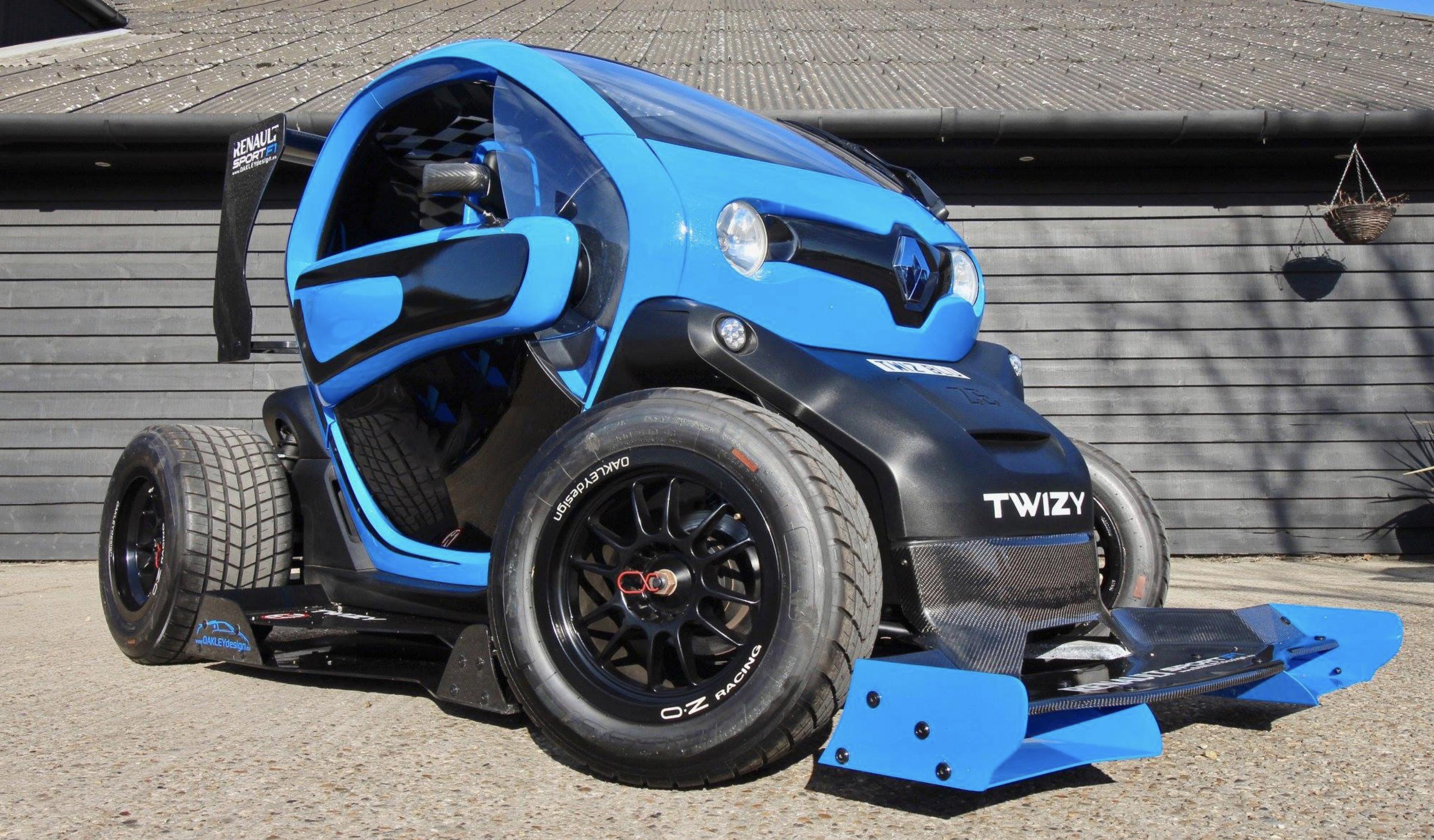 Tutti pazzi per la Renault Twizy F1 Oakley Design