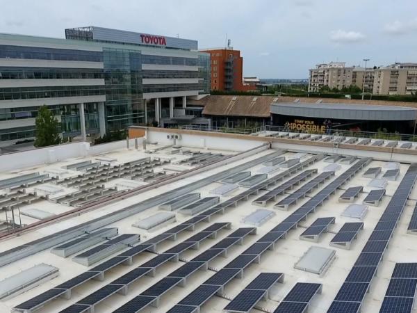 Toyota green pannelli fotovoltaici sul tetto