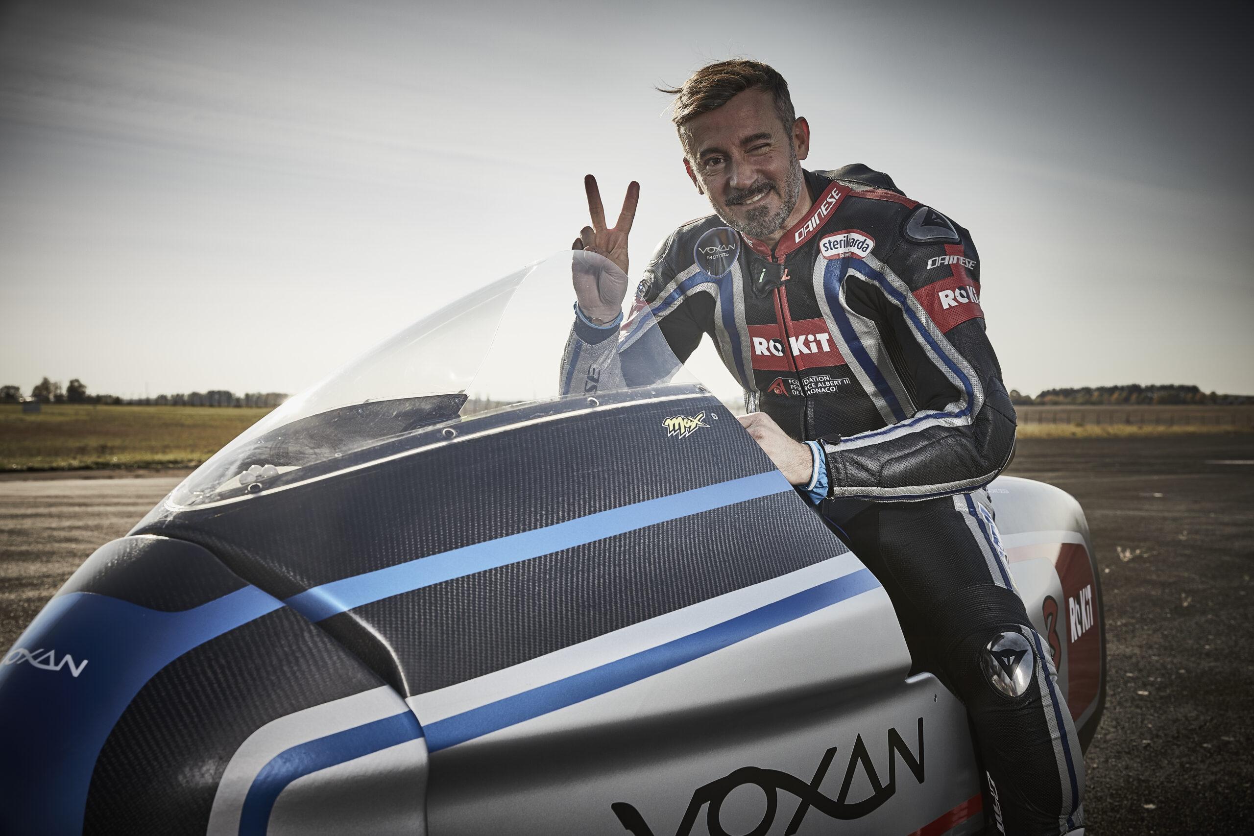 Max Biaggi ce l'ha fatta: su due ruote e ad emissioni zero oltre i 400 km/h
